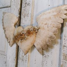 Metal angel wings heart home decor painted white rusted embellished rusty rose garland French Santos large wall hanging anita spero Angel Wings Wall Decor, Shabby Home, Rose Garland, Angel Crafts, Arte Popular, Shabby Chic Decor, Metal Art, Artsy, Ethereal