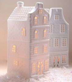 Brighten up a window-sill or a mantlepeice with these lovely Ceramic Tea Light Dutch Houses. Just pop a Standard Tea light inside these little houses. Christmas Decorations For The Home, New Years Decorations, Holiday Decor, Christmas Tea, Christmas Lights, Christmas 2015, Christmas Crafts, Decorative Accessories, Decorative Boxes