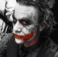 The bankrupt comedian Arthur Fleck is violent thugs in the streets of Gotham City. Disregarded by society, Fleck starts to get crazy and becomes the criminal known as the Joker. Gotham City, Batman Arkham City, Joker Batman, Joker Images, Joker Pics, Joker Art, Joaquin Phoenix, Joker Dark Knight, The Dark Knight Trilogy