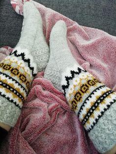 Gloves, Knitting, Winter, Fashion, Knitting Socks, Winter Time, Moda, Tricot, Fashion Styles