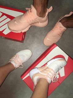 Discovered by Keisha. Find images and videos about pink, shoes and nike on We Heart It - the app to get lost in what you love. Shoe Boots, Shoes Sandals, Shoes Sneakers, Nike Shoes Outfits, Cute Shoes, Me Too Shoes, Basket Style, Tn Nike, Dream Shoes