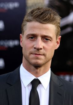 Ben McKenzie. So good in Southland!