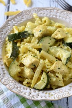 Pasta with zucchini, green beans and chicken in curry sauce - Flavors on the plate Pasta Recipes, Cooking Recipes, Healthy Recipes, Potato Dumpling Recipe, Sauerkraut Recipes, Zucchini Pasta, Green Beans, Clean Eating, Good Food