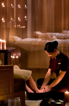 An heavenly ichy. Try traditional Chinese foot massage in #sanya. #massage…