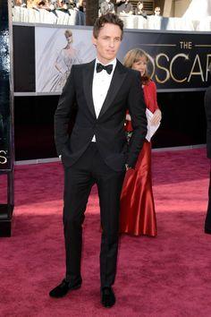 Todas las imágenes de celebrities y alfombra roja de los Oscars 2013: Eddie Redmayne de Alexander McQueen