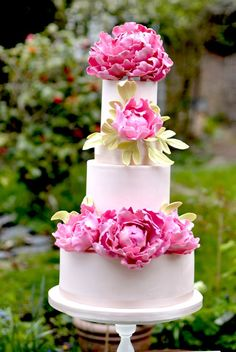 Pink peony wedding cake | http://fabmood.com/pink-peony-wedding-cake/