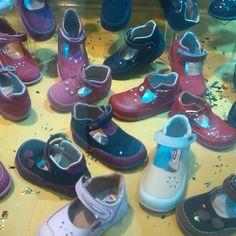 Mas opciones y modelos! Variedad de diseños. #gomas #zapatos #ventas #venezuela #valencia #moda #fashion #2017 #tendencia #chicas #dama #likes #shoes #vans #OFERTAS #envíos # http://www.butimag.com/fashion/post/1468221369664816271_3569678051/?code=BRgK46GgkSP