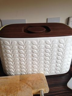 This Is An Awesome Bread Bin A Lovely Olive Green On The Inside With Lots Of
