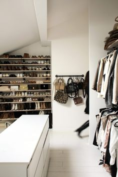 Lisa, Bordeaux - Inside Closet Zara Home, Lisa, Console La Redoute, Bordeaux, Tiffany Room, Walk In Closet, Home Decor, Bedrooms, Invitation