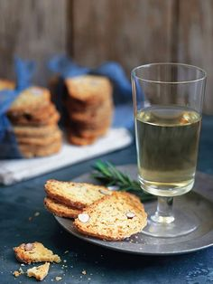 Donna Hay's traditional Biscotti is the great addition to your festive platter. Created with Cobram Estate Hojiblanca, these are divine in taste and flavour. Baking Recipes, Dessert Recipes, Desserts, Baking With Olive Oil, Donna Hay Recipes, Aussie Food, Empanadas Recipe, Shortbread Recipes, Postres