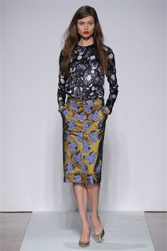 Take a look to .normaluisa Collections Fall Winter the fashion accessories and outfits seen on Milano runaways. London Night Out, Fall Winter, Autumn, Lace Skirt, Ready To Wear, Fashion Accessories, Milano, Skirts, How To Wear