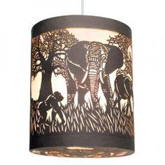 Djeco - Hanglamp savana Een bijzonder mooie lantaarn van het merk Djeco. De kanten lamp van papier is prachtig versierd met jungle dieren.
