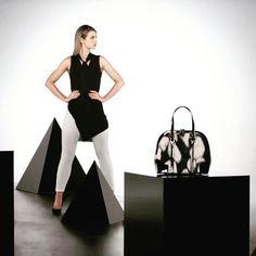@voguewilliams looking fierce along side our faux fur Brooklyn Bag ♥✅♦@lookagainuk #monochromefeels #onpoint #fierce #girlcrush #bandw #voguewilliams #fashioninspo #fashion #accessories #bags #fauxfur #tbt #love #lovepia #piarossini