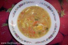 'Pórková polévka' - jak ji dělám já SUROVINYcelý pórek, čerstvá nebo mražená zelenina, 1vejce, kousek másla, asi 2 polévkové lžíce hladké mouky,1 čajová lžička Solčanky (nemusí být), sůl, maggi, zelená nať na ozdobeníPOSTUP PŘÍPRAVYV hrnci si na másle osmahneme zeleninu, přidáme Solčanku a na kolečka pokrájený pórek.Promícháme a zalijeme vodou dle potřeby. Necháme povařit, dokud není zelenina měkká. Potom si nachystáme zlatavou máslovou jíšku a za stálého míchání ji přidáme do polévky…