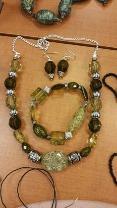 Green and silver necklace set..... $20  beautyby.dani@yahoo.com   937-901-1154