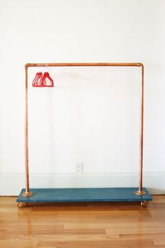 DIY clothing rack made from copper pipe, floor flanges, elbow connectors, casters and pine board. Perfect for girls dress up clothes. Pipe Clothes Rack, Diy Clothes Rail, Dress Up Storage, Little Green Notebook, Make Tutorial, Kids Dress Up, Garment Racks, Hanging Racks, Diy Clothing