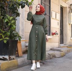 [New] The 10 Best Home Decor (with Pictures) - Bel büzmeli keten elbise Düğm. Hijab Style Dress, Modest Fashion Hijab, Modern Hijab Fashion, Islamic Fashion, Hijab Chic, Muslim Fashion, Casual Hijab Outfit, Fashion Outfits, Modest Dresses