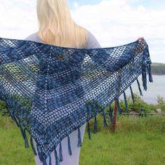 Nightfall - Free crochet pattern for triangle shawl - Annie Design Crochet One Skein Crochet, Crochet Shawl Free, Crochet Motifs, Basic Crochet Stitches, Easy Crochet, Crochet Patterns, Crochet Ideas, Crochet Wraps, Scarf Crochet
