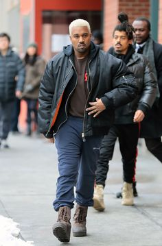 awesomel Kanye West Dyes His Hair Platinum Blond Again -- See the Pic!