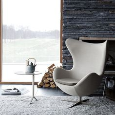 The egg chair is one of a unique chair design from Arne Jacobsen. Jacobsen designed this chair in 1957 for one of Denmark hotel. It is called the egg chair because of the design shape that looks like Pop Design, Deco Design, Design Art, Design Elements, Modern Furniture, Furniture Design, Danish Furniture, Scandinavian Design, Interior Modern