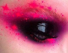 Cool glossy black shadow w/ awesome pink & purple shadow ✖️✖️✖️✖️ I LUV this