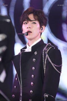 170603 - Love You Korea 2017 Dream Concert. Baekhyun Fanart, Baekhyun Chanyeol, K Pop, Kris Exo, Exo Fan Art, Dream Concert, Chanbaek, Brown Hair, Korea