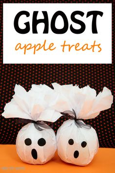 Healthy ghost treats to make for kids for Halloween . Use apples or oranges. Great non-candy Halloween treats. | at Non-Toy Gifts Halloween Snacks For Kids, Healthy Halloween Treats, Halloween Treats For Kids, Fete Halloween, Halloween Favors, Halloween Birthday, Halloween Activities, Diy Halloween Decorations, Holidays Halloween
