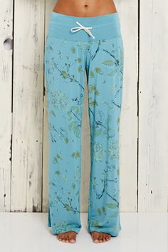This is J Bamboo Jammer Pajama Set with long or short pants. Available in Black Toile Lavender Paisley, Grey/Brown Paisley, Shadow Green Toile. soft and cozy