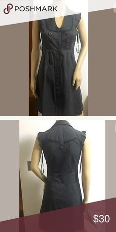 Anthropologie Maeve Gray Dress Size 2 Beautifully detailed cotton dress. EUC. Buttons down the front. Tailored and flattering. Anthropologie Dresses