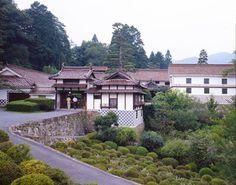 Okayama Takahashi|岡山(おかやま) 高梁(たかはし)|西江邸| ローハとベンガラの生産を行った豪農商西江家の邸宅で部屋数42を数えます。江戸期精製のベンガラも見学できるほか、ベンガラ染め体験も行えます。