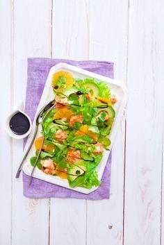 Klementiini-avokado-lohisalaatti | K-ruoka Klementiinin raikkaus, avokadon pehmeys ja lohen savuisuus täydentävät toisiaan kauniissa klementiini-avokado-lohisalaatissa.