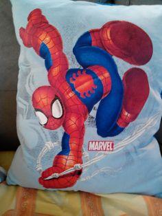 recto d'un coussin spiderman à partir d'un tshirt enfant