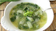 Ciorbă de salată de post     Ingrediente:  2 salate mari  1legătură ceapă verde  1 legătură usturoi verde  1 legatură pătrunjel  o ceapă galbenă sau roşie  100 gr orez  1 linguriţă pastă de ardei dulce  1 lămâie  1 lingură de ulei  sare  piper    Mod de preparare:    Pentru a găti ciorba de salată verde de post primul pas este să spălăm salata frunză cu frunză şi o punem apoi pe un prosop la scurs. O să ne ia ceva timp pentru că nu vrem să rămână urme de noroi.Ceapa verde usturoiul verde si…