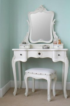 This Chateau vintage style antique white dressing table set is a gorgeous vintage style antique white dressing table with a mirror and padded stool. Cream Dressing Tables, Dressing Table Wooden, Vintage Dressing Tables, Dressing Table With Stool, Dressing Table Mirror, Vintage Furniture, Cool Furniture, Bedroom Furniture, Cheap Dining Room Chairs