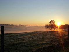 Nascer do Sol em um dia frio