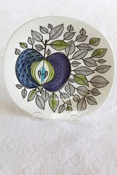 Rorstrand Eden plate click the image or link for more info. Glass Ceramic, Ceramic Plates, Bennington Pottery, Stig Lindberg, Pottery Plates, Clay Design, Swedish Design, Decorating On A Budget, Interior Decorating