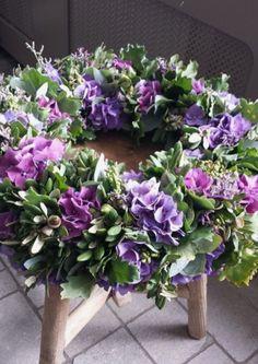 Beautiful hydrangea wreath with steeneink and oak leaf Found - Wreaths Diy Wreath, Door Wreaths, Hydrangea Wreath, Floral Wreath, Fresh Wreath, Corona Floral, Fleurs Diy, Sympathy Flowers, Funeral Flowers