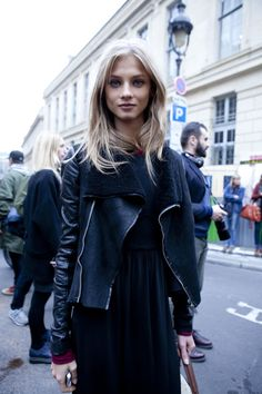 Anna Selezneva in a all black outfit. Models street style. Models off duty.