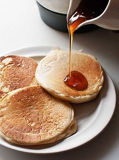 American pancakes have been a popular sweet in our country for a long time . Thermomix Desserts, Dessert Recipes, Donuts, American Pancakes, Sweet Cooking, Pan Dulce, Cakes And More, Sweet Recipes, Sweet Treats