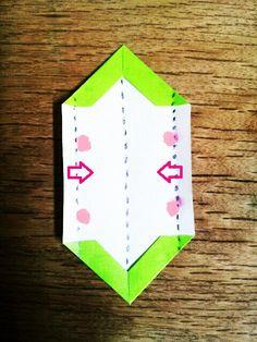 ダリアの折り方(ひかりとり紙/トランスパレントスター/折り紙/花) | うっとりがみ/おりがみサンキャッチャーを作ろう! Origami, Logos, Stars, Logo, Origami Paper, Sterne, Origami Art, Star