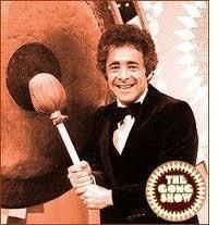 This is Chuck Barris He created The Gong Show (among others) and if you believe his autobiography (and that's a big IF), he was also an assassin for the C. I find that unlikely, but I loved The Gong Show! Photo Vintage, Vintage Tv, My Childhood Memories, Best Memories, 1970s Childhood, Childhood Games, School Memories, Chuck Barris, Ed Vedder