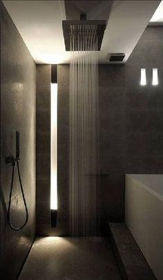 Desain minimalis dan modern menjadi sisi seksi tersendiri kamar mandi ini.