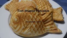 These pancakes (Taiyaki) are a popular street food in japan and Korea. Red bean & custard fillings are the most popular. Other than that you can use nutella,. Waffles, Pancakes, Custard Filling, Fish Shapes, Red Beans, Street Food, Finger Foods, Nutella, Corner
