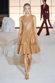 Adeam Fall 2020 Ready-to-Wear Fashion Show - Vogue Fashion Week, Fashion 2020, Runway Fashion, High Fashion, Fashion Outfits, Fashion Trends, Style Haute Couture, Spring Couture, Collection Couture