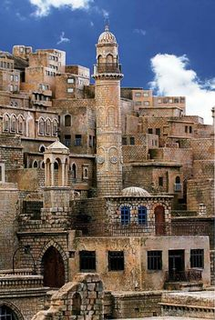 At the Mardin city in Turkey. The city is located on a rocky hill near the Tigri… – 2020 World Travel Populler Travel Country Turkish Architecture, Ancient Architecture, Places Around The World, Travel Around The World, Wonderful Places, Beautiful Places, Places To Travel, Places To Visit, Voyage Europe