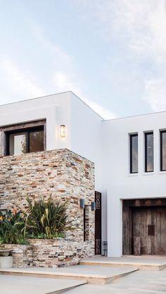 Gamboa Architecture Studio DFS Haus im modernen Stil, Modern Small House Design, Modern Exterior House Designs, Duplex House Design, Minimalist House Design, House Front Design, Dream House Exterior, Exterior Design, Facade Design, Modern House Facades