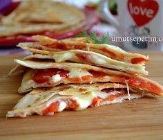 Kaşarlı domatesli lavaș böreği
