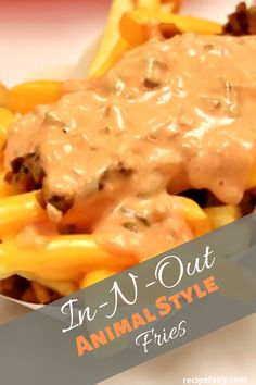 This copycat In-N-Out animal style French fries recipe delivers a unique sauce and taste that would compete against any fries around today. Easy and quick to prepare you'll be shocked at how delicious it actually tastes. French Fry Sauce, French Fries Recipe, Cooking Recipes, Cat Recipes, Skillet Recipes, Pizza Recipes, Appetizer Recipes, Fondue Recipes, Appetizers