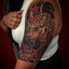 【tat2sbybigjohn】さんのInstagramをピンしています。 《I want to do more pieces like this. Happy born day Krystal! Hope you enjoy your new tattoo! #tiger #japanesetattoo #cherryblossoms #tattoosbybigjohn #tat2sbybigjohn #tattoos #girlswithtattoos #sandiegotattoo #tattooartist #custom #halfsleeve #27 #birthdaygirl》
