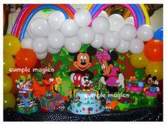 Ambientaciones cumpleaños - decoración en globos Mickey y Minnie  http://www.cumplemagico.com/